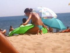 Topless Frauen am Strand